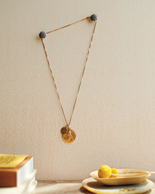 mbd106335_1110_displayingnecklace1_l.jpg