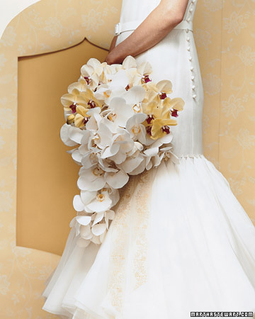 http://images.marthastewart.com/images/content/pub/weddings/2007Q3/mwa103006_su07_cascade_xl.jpg
