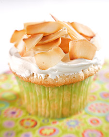 http://images.marthastewart.com/images/content/tv/martha_stewart_show/show_photos/3101_3150/3144_033108_coconutcupcake_l.jpg