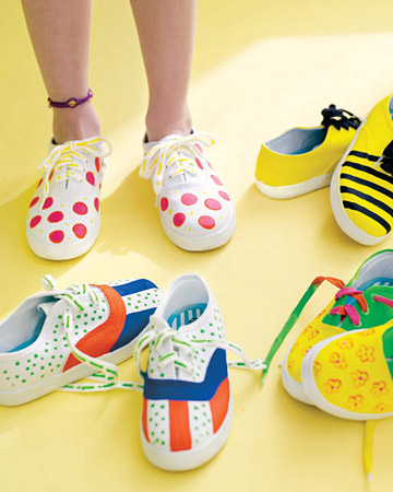 canvas shoes painting. Using fabric paints and paint