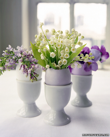 Decorating for Easter and more holiday recipes, crafts projects, decorating tips, gift ideas, and simple solutions on marthastewart.com :  spring tabletop
