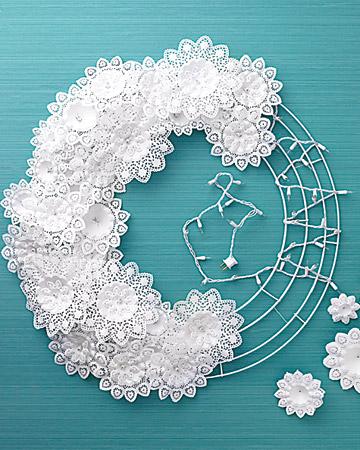 Перед тем, как украсить комнату к Новому году, присмотритесь к белому цвету.  В нем много зимних идей.