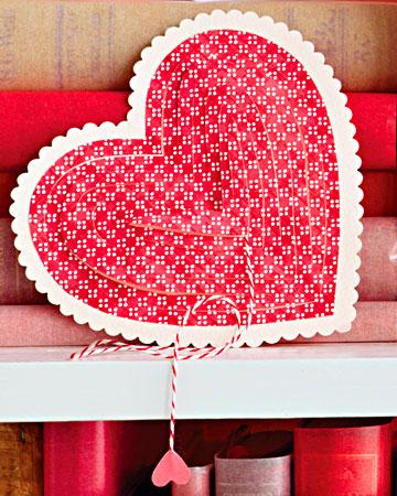 Из узорной бумаги, в форме сердца иглы и нити вы можете сделать...